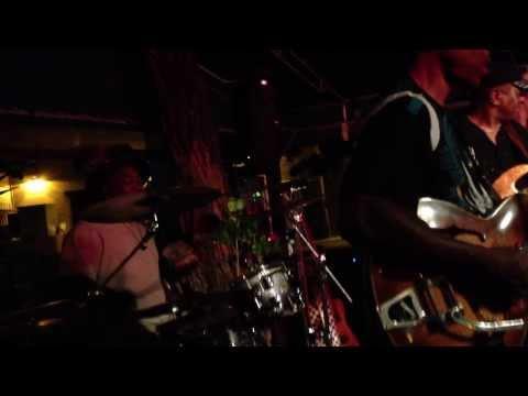 Biscuit Miller & The Mix  Hog's Breath, Key West, 8/27/13 Them Changes, Dr. Love on vocals