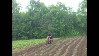 окучивание картофеля мотоблоком(Это видео создано с помощью видеоредактора YouTube (http://www.youtube.com/editor), 2015-05-28T20:30:51.000Z)