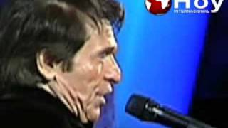 Raphael Se Le Cae Un Diente En Viña 2010
