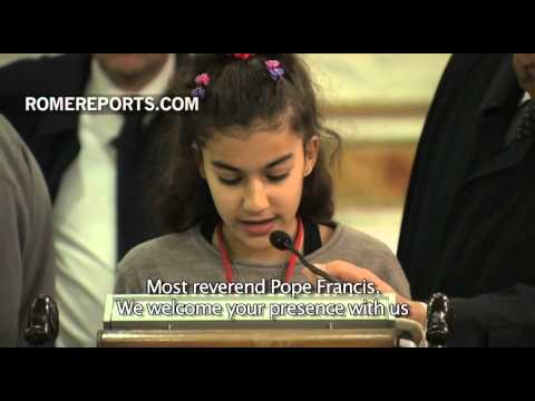 Pope meets with Syrian and Iraqi refugees in Turkey