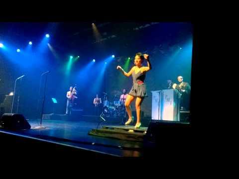 Scott Bradlee's Postmodern Jukebox - Shake It Off Live (ft Von Smith) (Great Impression Tour)