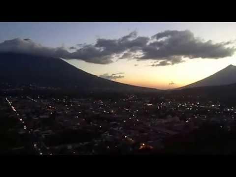ESTUARDO ANTONIO CALDERON TOBAR. Antigua Guatemala de noche,Mar. 2015.