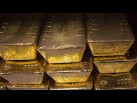 What lead to plunge in gold prices?