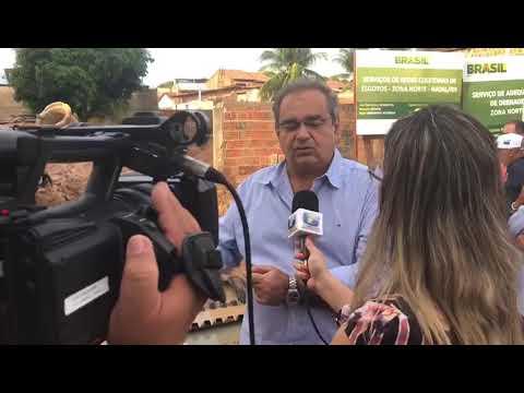 Álvaro Dias visita rua destruída pela chuva e garante reconstrução em 20 dias