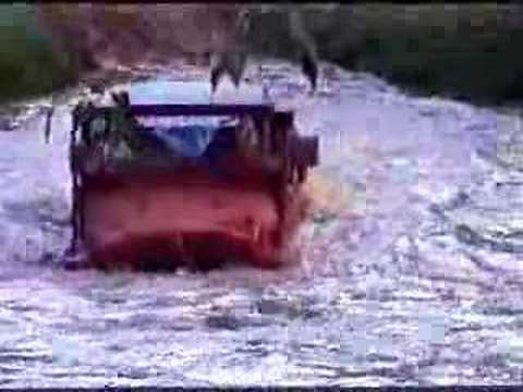 Deep river crossing, Toyota Land Cruiser, Club 4×4 PANAMA