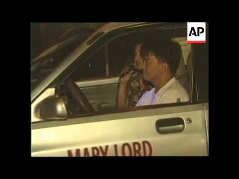 PHILIPPINES: DRIVER FITS KARAOKE MACHINE IN HIS TAXI