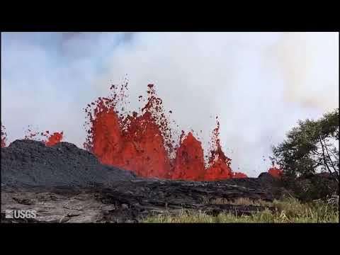 Kilauea volcano: Fountaining from fissure 20 (USGS footage)