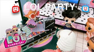 KidPlay   LOL Doll house party LOL swimming party with Music Disco dance LOL DOLL funny