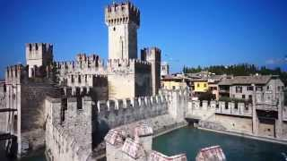 Sirmione Lago di Garda Drone_wiew(Bellissimo video di Sirmione e del Castello Scaligero riprese da un drone... Video realizzato da: Albatros Film (www.albatrosfilm.com), 2015-06-21T13:51:14.000Z)
