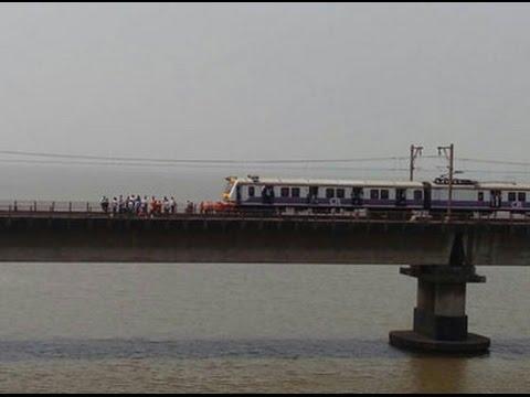 Rail fracture between Vashi and Mankhurd affects Mumbai loca