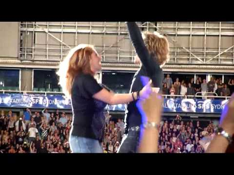 Bon Jovi - Living on a Prayer - Sydney 17 December 2010 Mp3