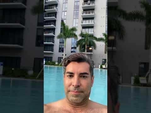 Miss Uruguay Lola de Los Santos y William Duarte disfrutan de un día de verano en Miami