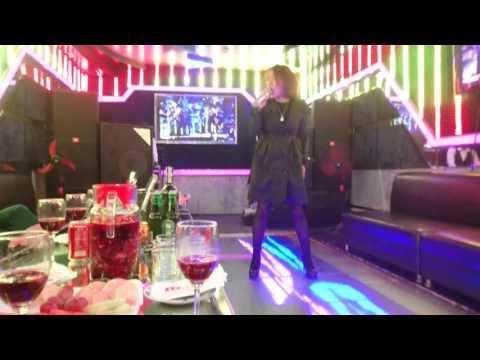 Ca sĩ Phương Anh trình diễn tại phòng BMW - DOREMI KARAOKE.