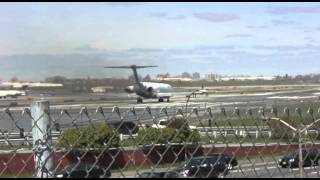LaGuardia Airport Landings and Takeoffs (with SOUND)