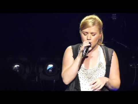 Kelly Clarkson- Katy Perry cover of Wide Awake (Concord, CA) 7-25-2012
