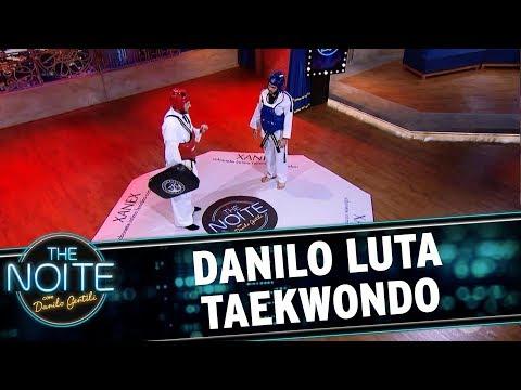 Danilo luta taekwondo com Gabriel Diniz | The Noite (16/10/17)