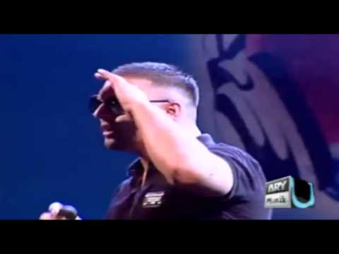 Imran Khan Singing Live Hey Girl (Karachi - Pakistan) 2010