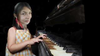 Video WORLD'S BEST 11 YR OLD PIANO PLAYER - real or fake? download MP3, 3GP, MP4, WEBM, AVI, FLV Oktober 2017