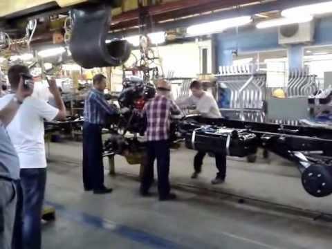 Установка двигателя на конвеере