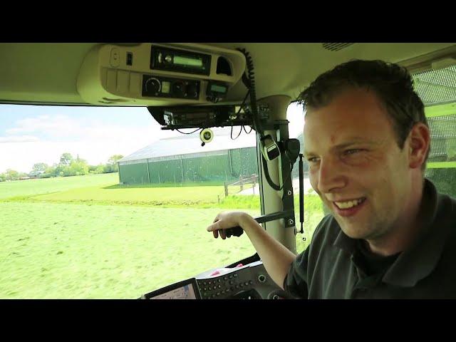 Gras van het land, het grote inkuilen is begonnen – Bie de Boer (29)