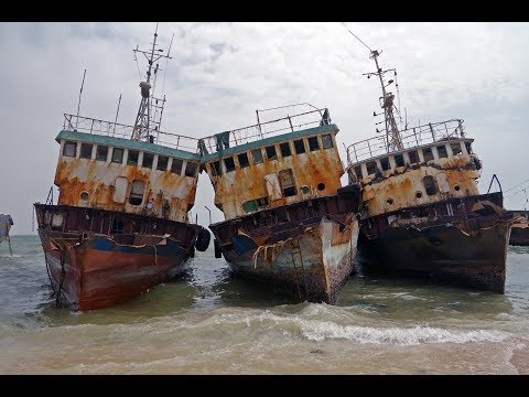 No life - Ship Graveyard in Noadhibou, Mauritania (English subtitles)