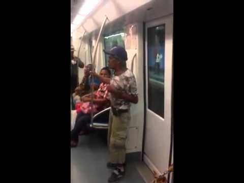 hombre canta en el metro santo domingo part1