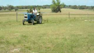 FORD Tractor 1900 with Mower 1020-hrs 30hp