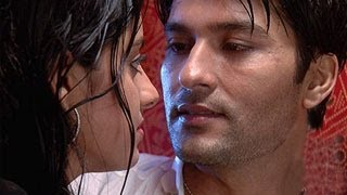 Repeat youtube video Sooraj Sandhya ROMANCE & RE MARRY in Diya Aur Baati Hum 11th November 2013 FULL EPISODE