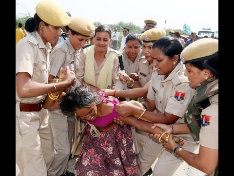Female cops beat up a woman brutally in Ajmer