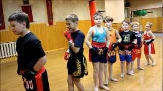 Занятие в детской группе по Муай Тай (тайский бокс)