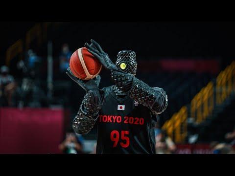Japanese basketball robot wows at half-time of USA-France game ?