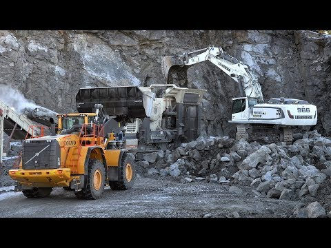 Liebherr R966 | Volvo L350F working on Metso Crushers in quarry