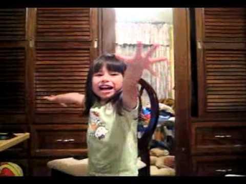 Valeria Fuentes se equivoca cantando el puerco araña