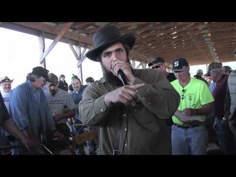 Auctioneer Clucking a Tune
