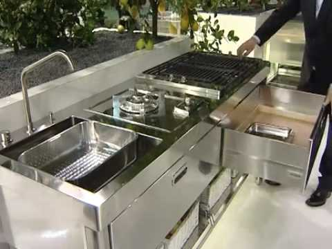alpes inox presenta liberi in cucina al salone del mobile eurocucina 2010 youtube. Black Bedroom Furniture Sets. Home Design Ideas