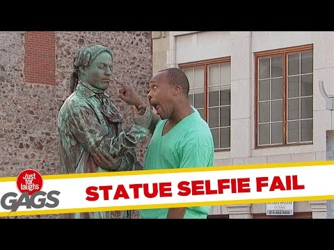 Statue Selfie FAIL