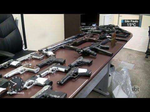Polícia apreende armas e munição prontas para uso em roubo | SBT Brasil (24/10/17)