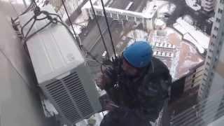 Монтаж кондиционера альпинистами(, 2014-02-17T11:07:57.000Z)