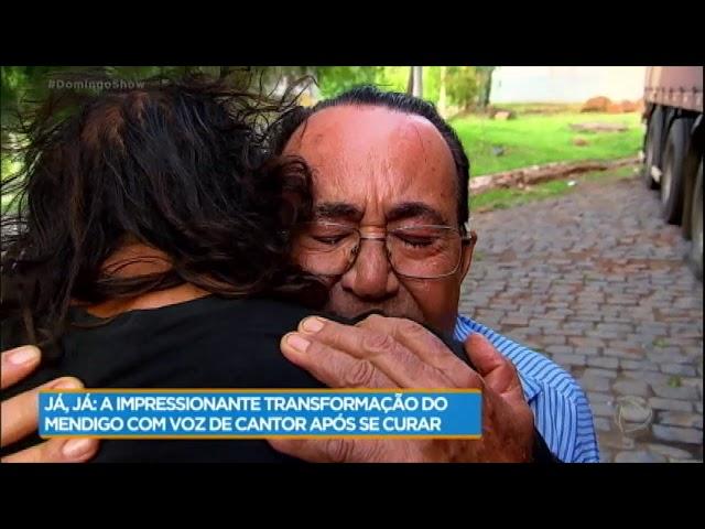 Morador de rua cantor chora ao ver a família
