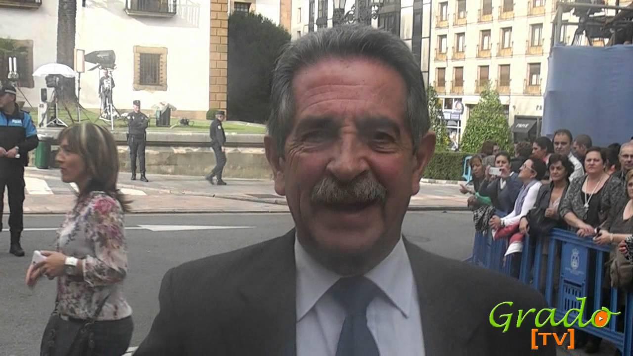 Miguel Angel Revilla saluda a Grado Asturias y www