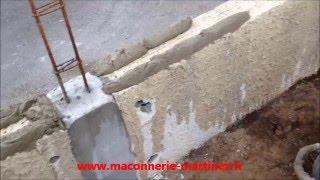 Comment faire un petit mur de clôture en agglos de 20 cm www.maconnerie-martinez.fr