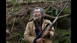 キューバ出身のカルロス・M・キンテラがメガホンを取り、幻の狼を追う猟...