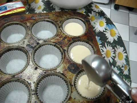 For Beginners How To Pour Cake Batter Into Cupcake Trays