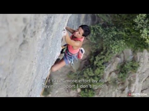How To Train For 9a Routes And Hold Down A Job | Mar Álvarez. No Logo
