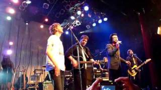 "Andy Kim, Broken Social Scene & The Beauties - ""Rock Me Gently"" - Andy Kim Christmas Show"