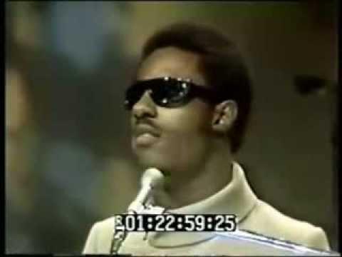 Stevie Wonder- Never Dreamed You'd Leave In Summer Live