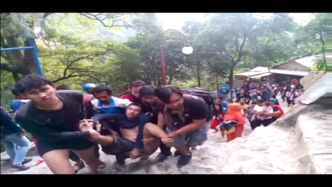 Air Terjun Sedudo Longsor Tiga Meninggal Belasan Terluka