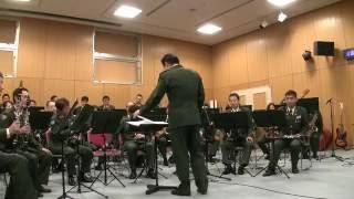 فرقة موسيقية يابانية تؤدي اغنية المحقق كونان