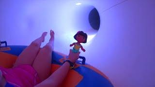 Даша Путешественница. Даша русалочка. Леночка и Даша в аквапарке. Kids Toys(Даша путешественница в аквапарке. Даша плавает в бассейне, катается с горок, плавает в джакузи. А вы смотрит..., 2016-05-07T06:29:47.000Z)