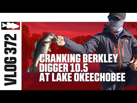 Justin Lucas Cranking the Berkley Dredger 10.5 at Lake Okeechobee - TW VLOG #372